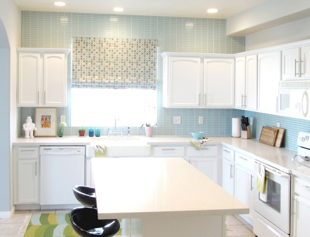 Backsplash to the ceiling in kitchen